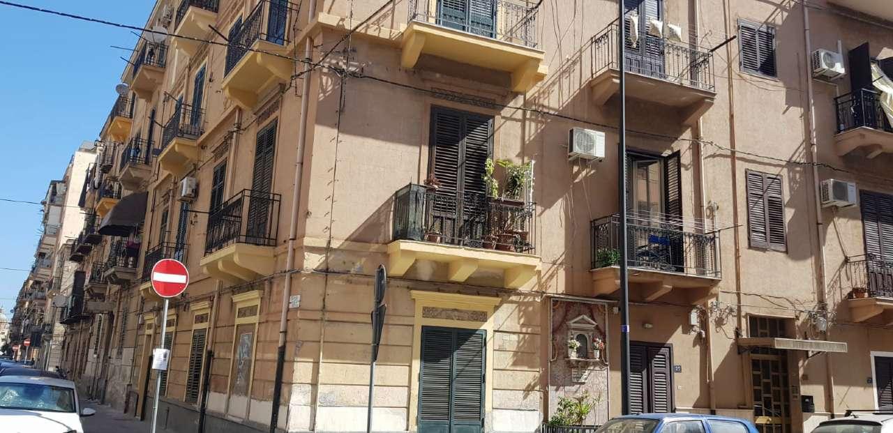 Appartamento in Vendita a Palermo Semicentro: 4 locali, 125 mq