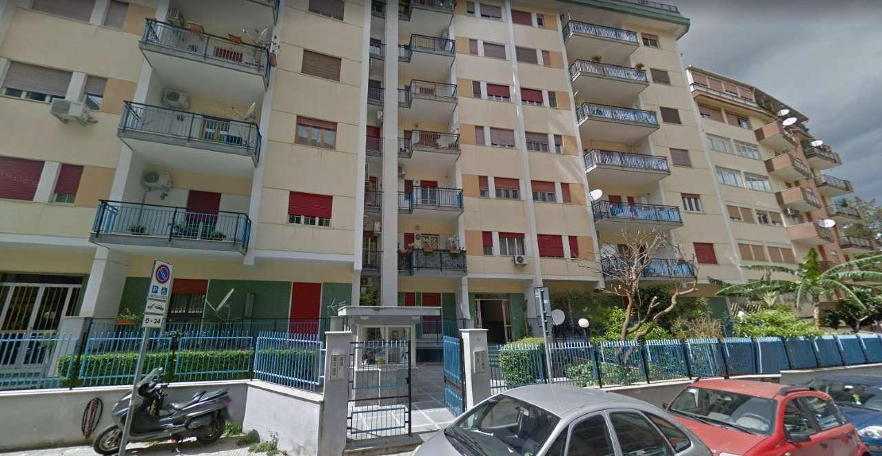 Appartamento in Affitto a Palermo Semicentro: 5 locali, 120 mq