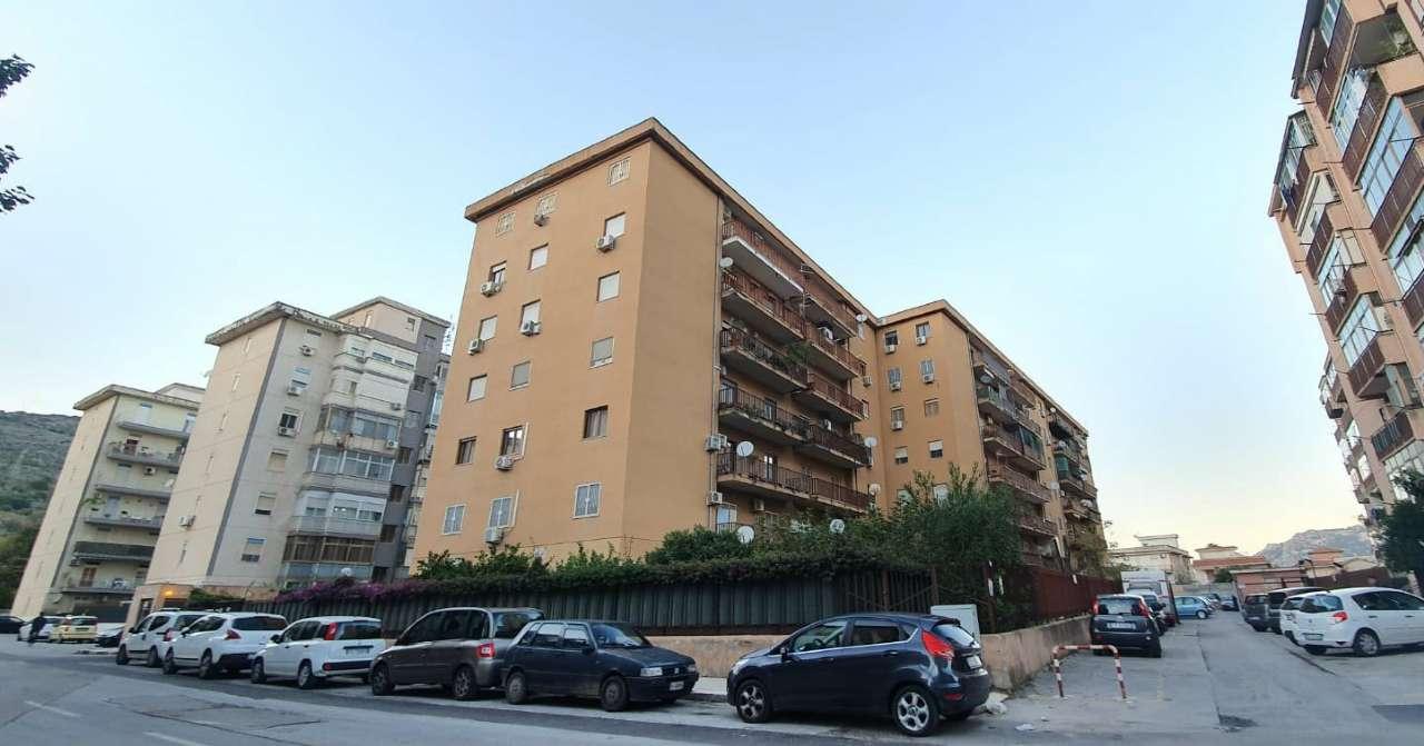 Appartamento in Vendita a Palermo Periferia: 5 locali, 175 mq