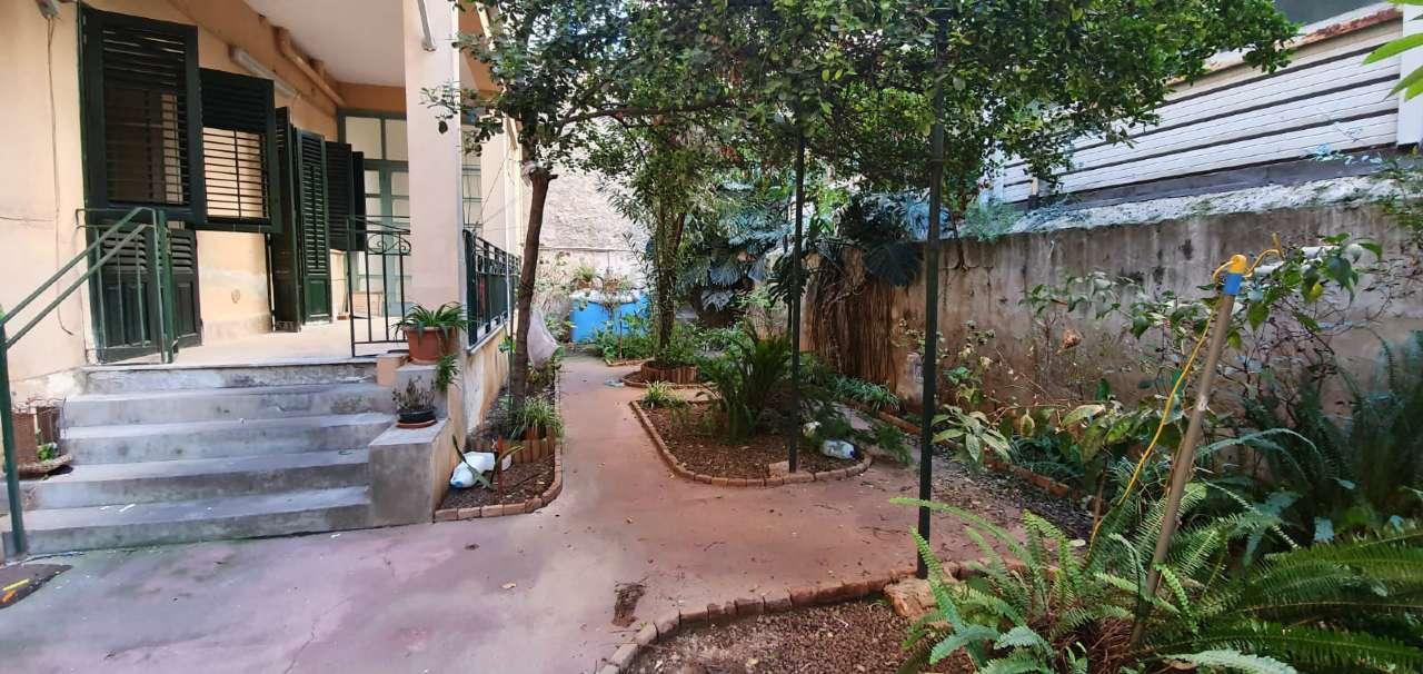 Appartamento in Vendita a Palermo Centro: 5 locali, 145 mq