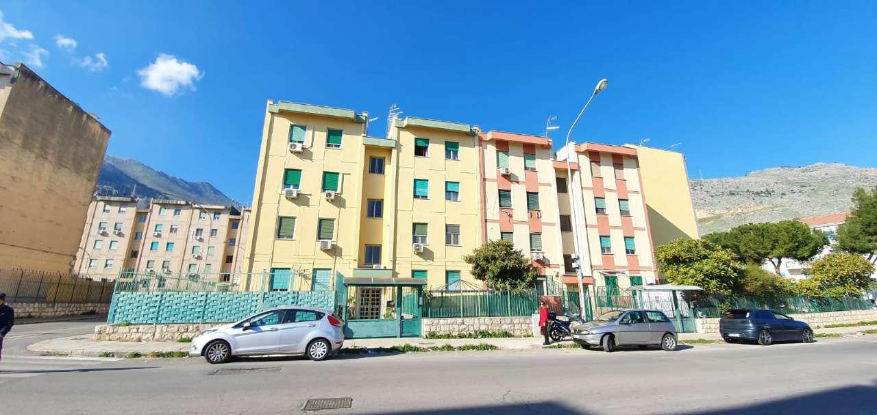 Appartamento in Vendita a Palermo Periferia:  3 locali, 70 mq  - Foto 1