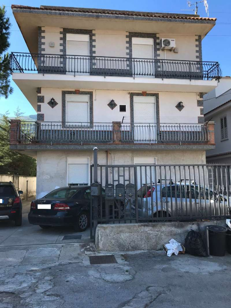 Appartamento in Vendita a Carini Periferia: 5 locali, 180 mq