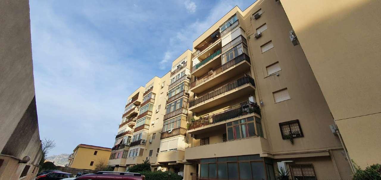 Appartamento in Vendita a Palermo Periferia: 3 locali, 115 mq