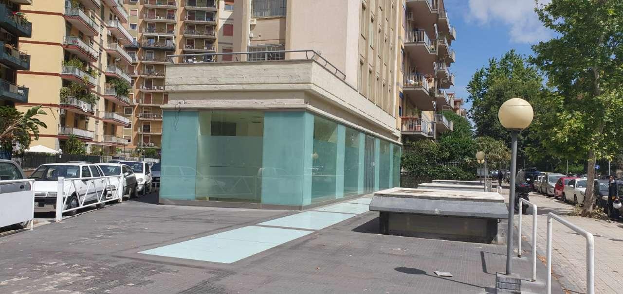 Negozio-locale in Affitto a Palermo Semicentro: 5 locali, 480 mq