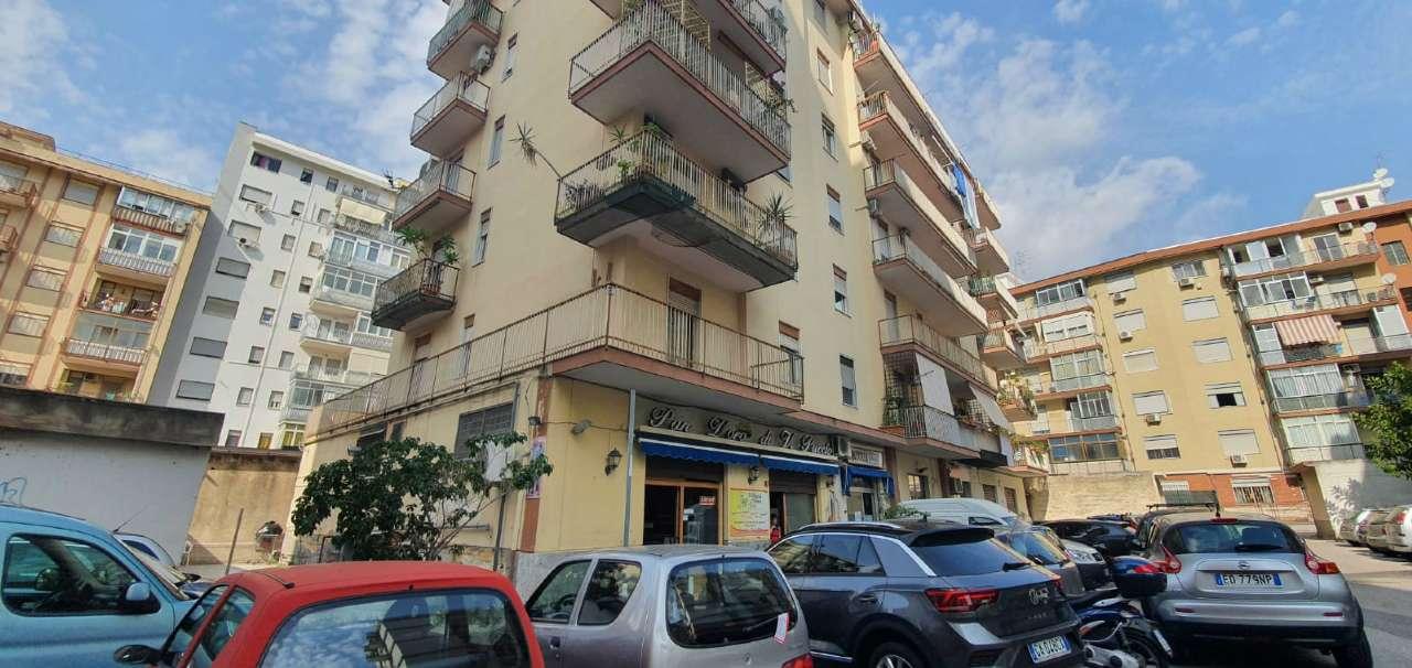 Negozio-locale in Vendita a Palermo Semicentro: 1 locali, 150 mq