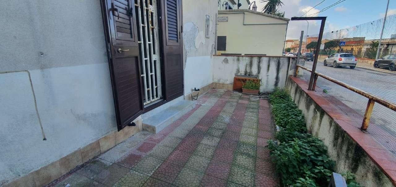Appartamento in Vendita a Palermo Periferia: 2 locali, 85 mq