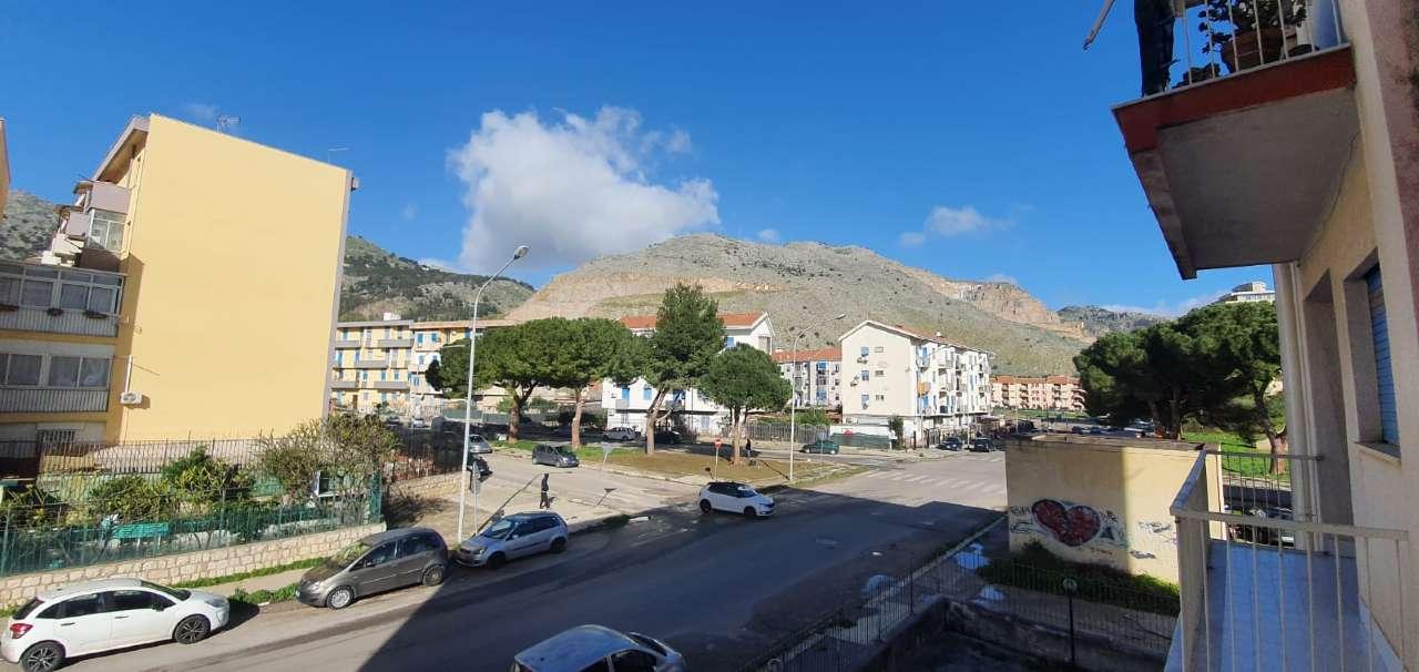 Appartamento in Vendita a Palermo Periferia: 4 locali, 115 mq