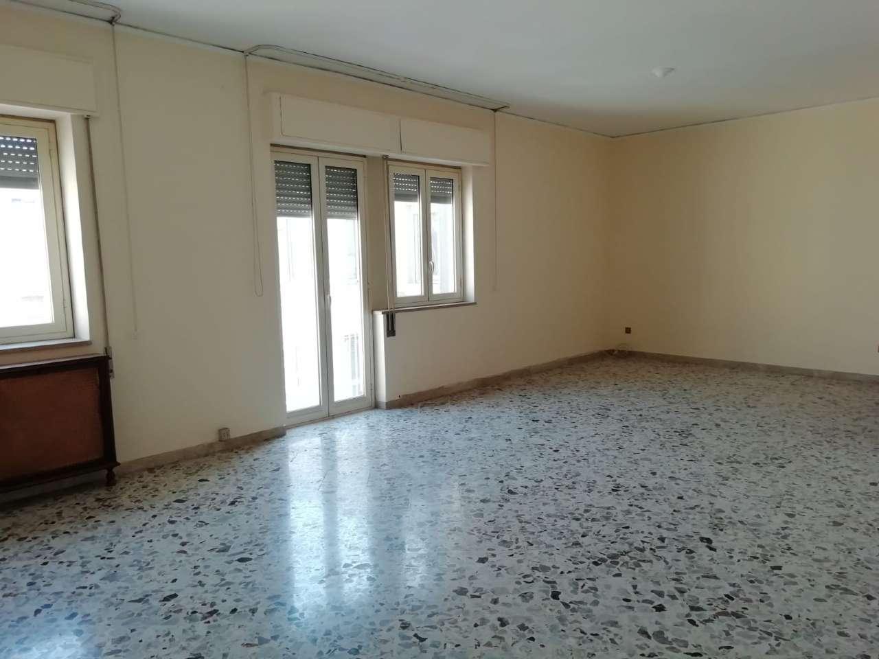 Appartamento in Affitto a Palermo Centro: 5 locali, 140 mq