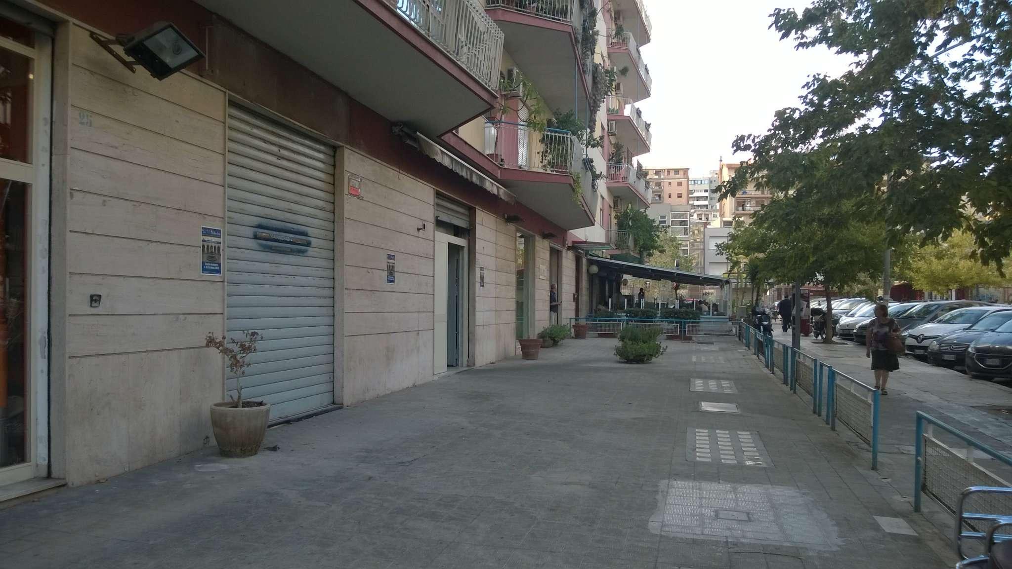 Negozio-locale in Affitto a Palermo: 2 locali, 70 mq