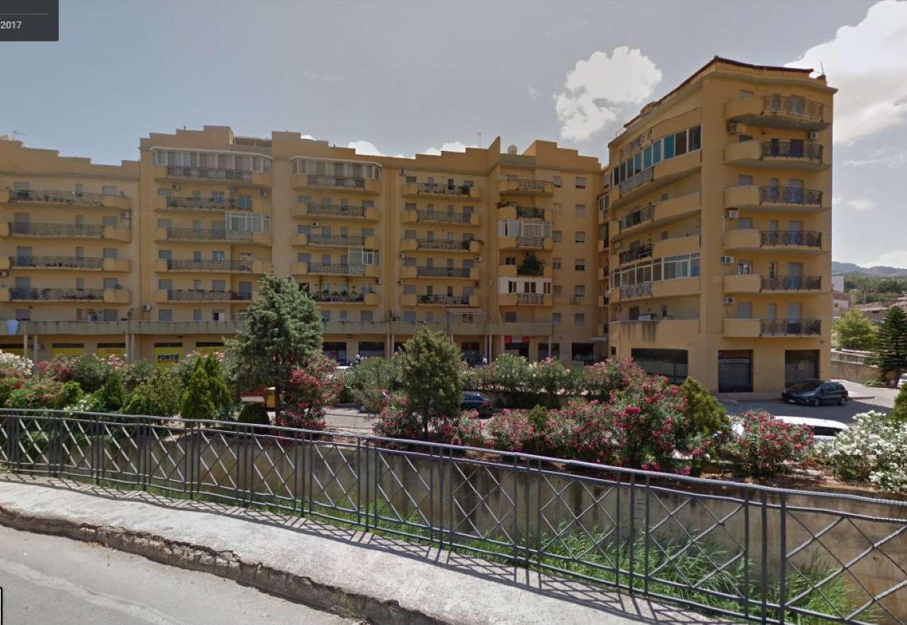 Negozio-locale in Affitto a Termini Imerese: 1 locali, 520 mq