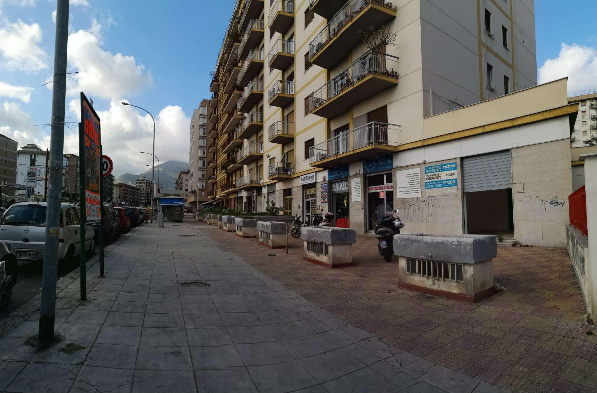 Negozio-locale in Affitto a Palermo: 1 locali, 45 mq