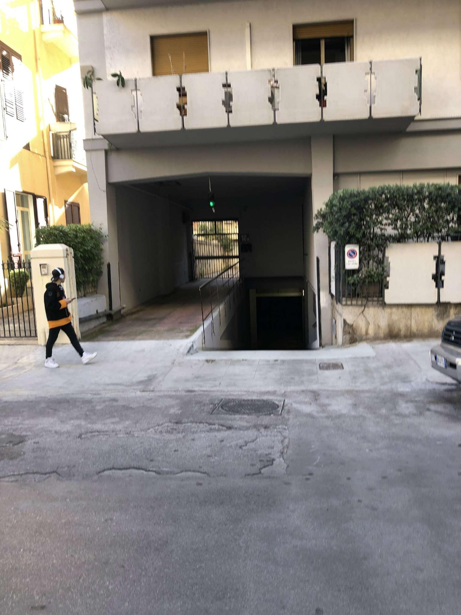 Posto-box auto in Vendita a Palermo: 19 mq  - Foto 1