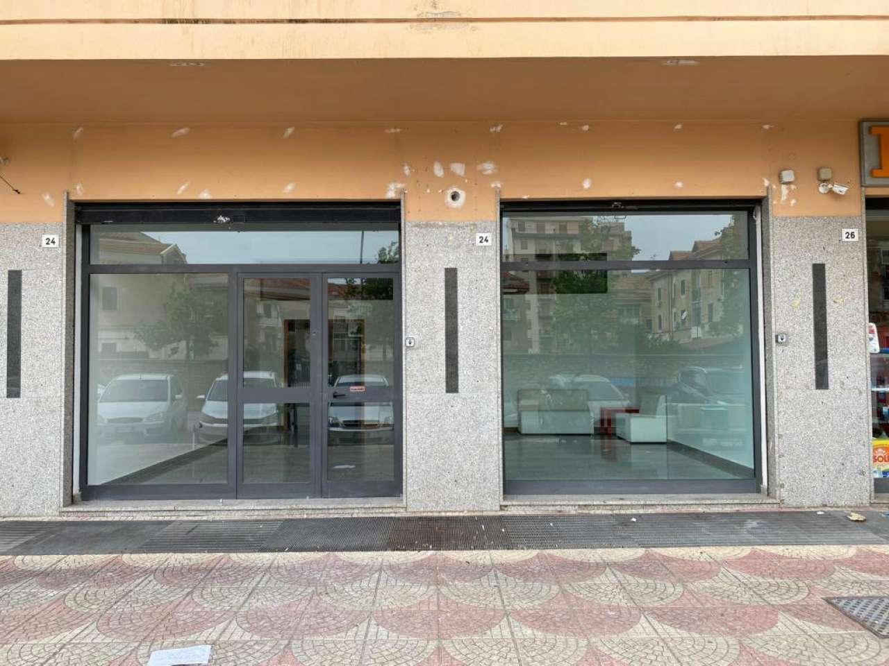 Negozio-locale in Affitto a Palermo: 2 locali, 230 mq
