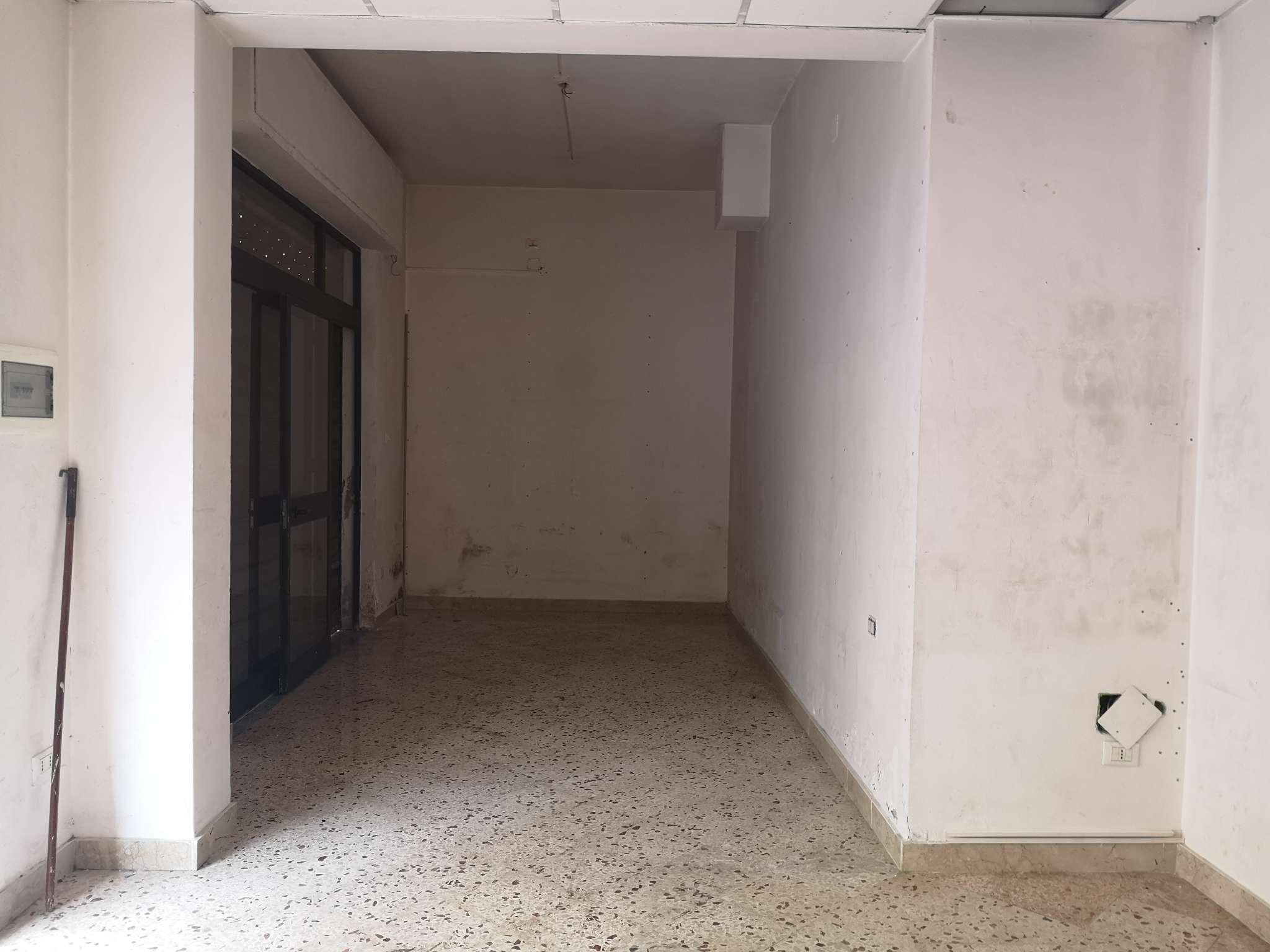 Negozio-locale in Affitto a Palermo: 2 locali, 33 mq