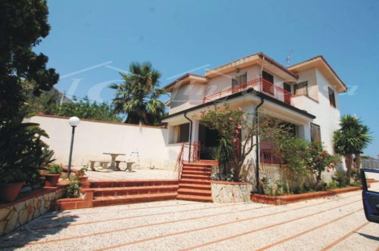Villa in Affitto a Altavilla Milicia