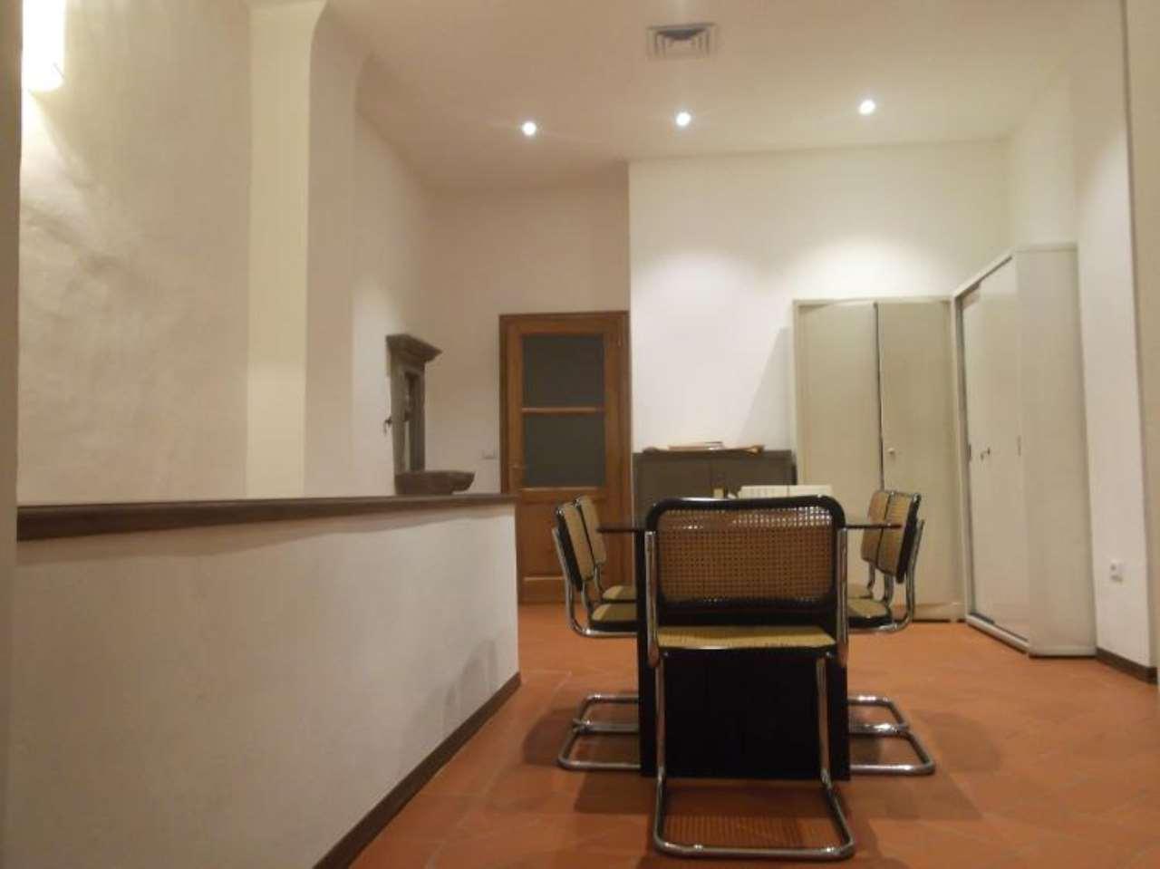 Appartamento in vendita 3 vani 85 mq.  VIA DE SERRAGLI Firenze
