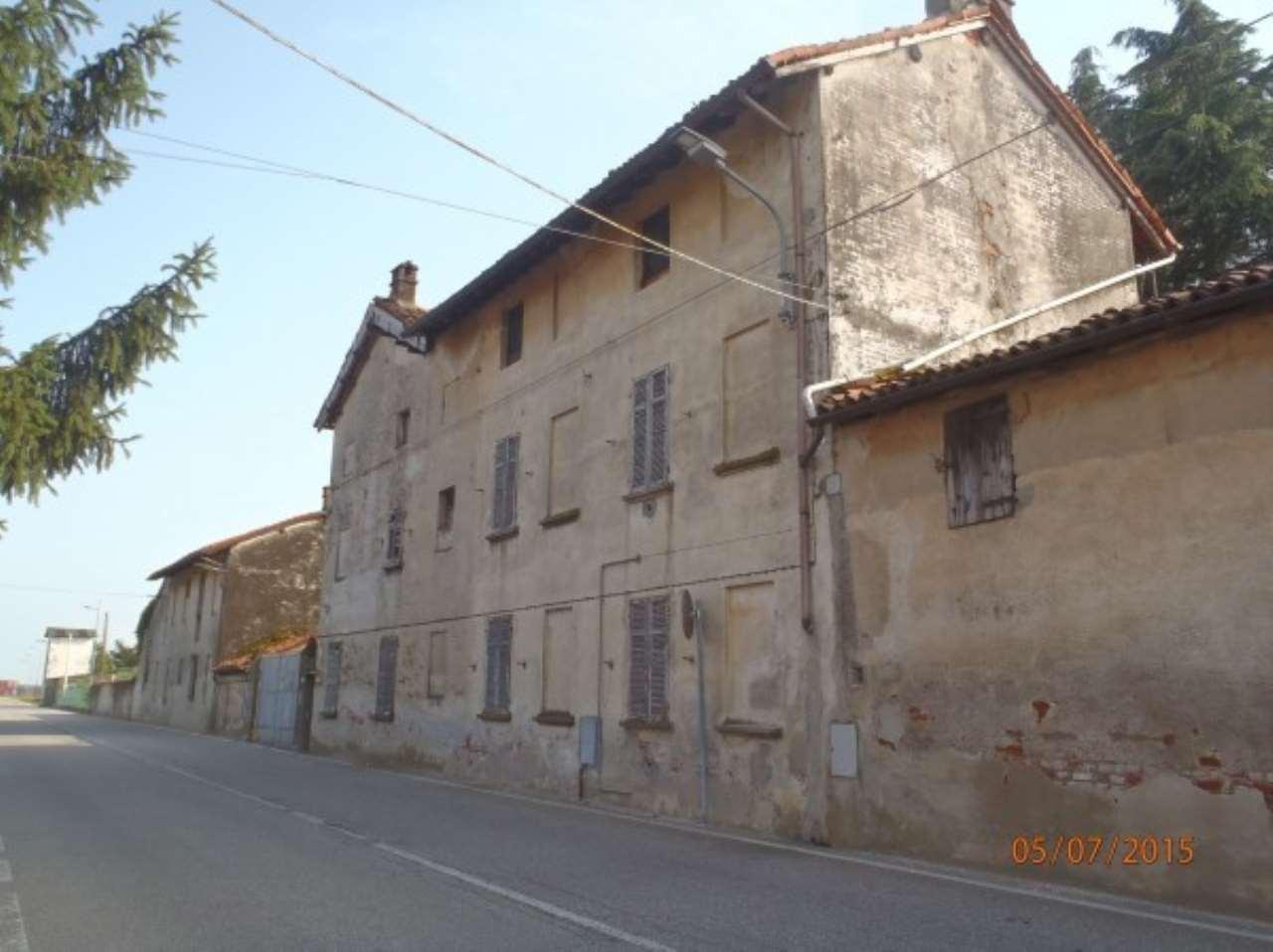 Rustico / Casale in vendita a Castellazzo Novarese, 4 locali, prezzo € 140.000 | CambioCasa.it