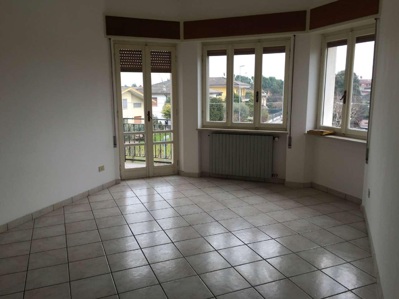 Appartamento in affitto a Ghedi, 5 locali, prezzo € 450   Cambio Casa.it