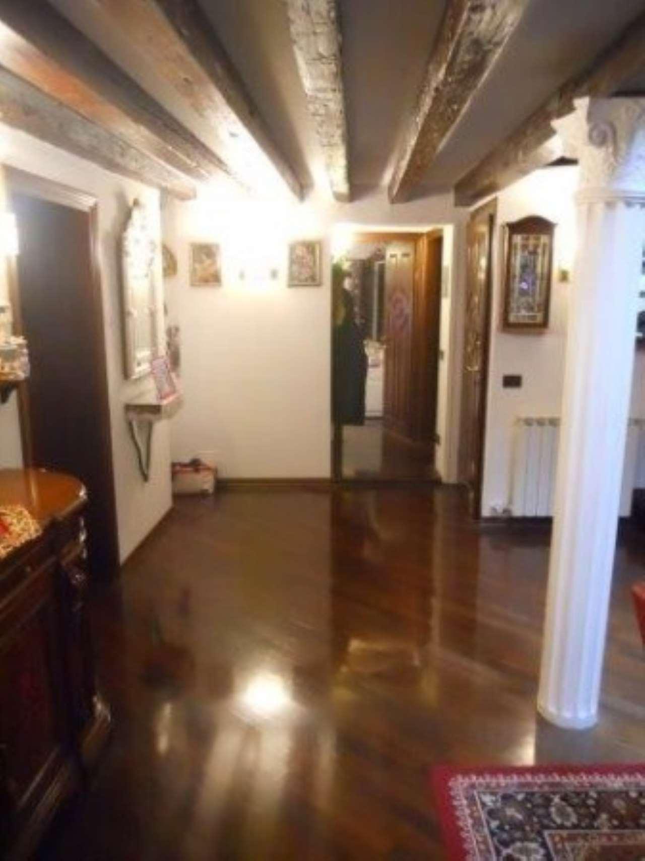 Appartamento in vendita a Venezia, 6 locali, zona Zona: 3 . Cannaregio, prezzo € 780.000 | Cambio Casa.it