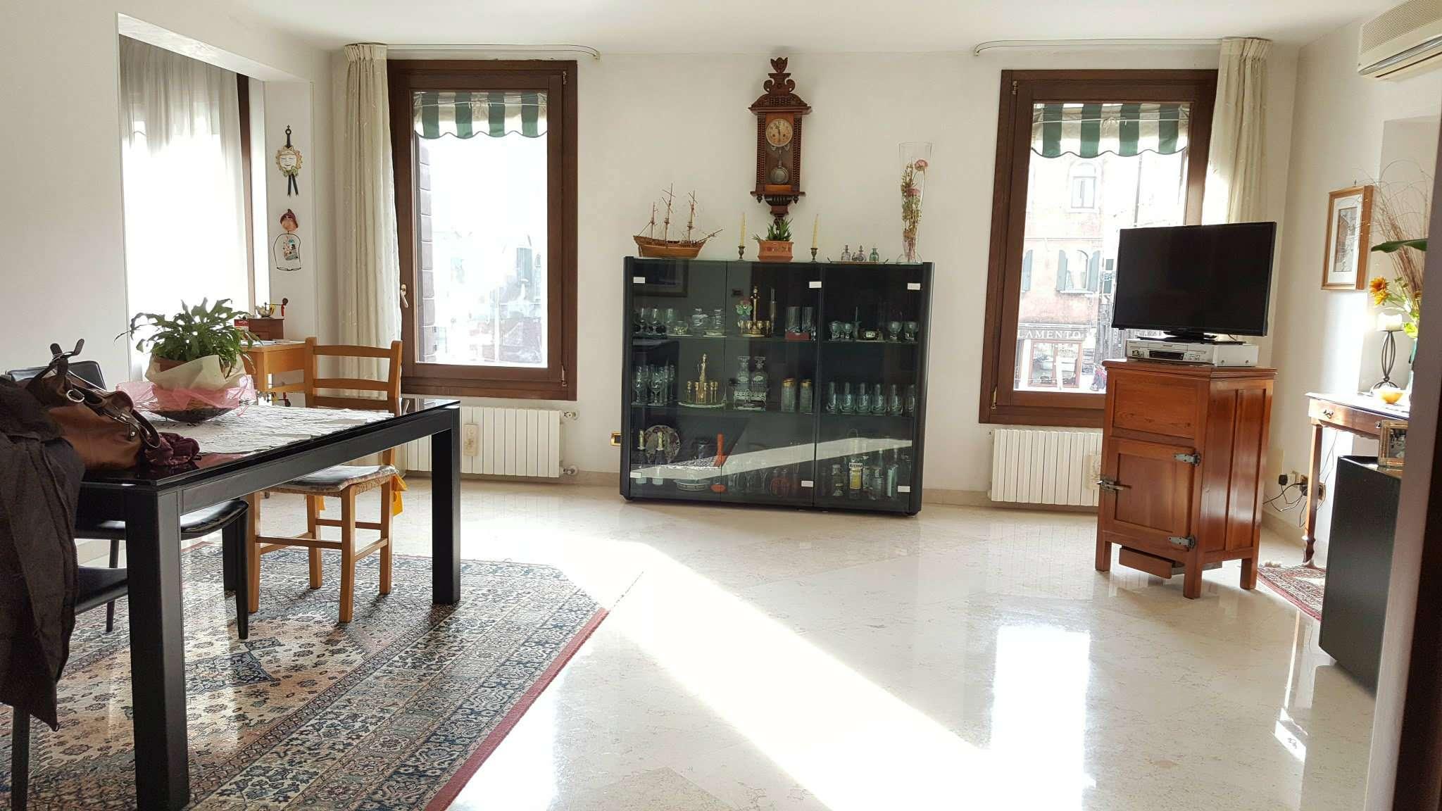 Appartamento in vendita a Venezia, 5 locali, zona Zona: 3 . Cannaregio, prezzo € 825.000   Cambio Casa.it