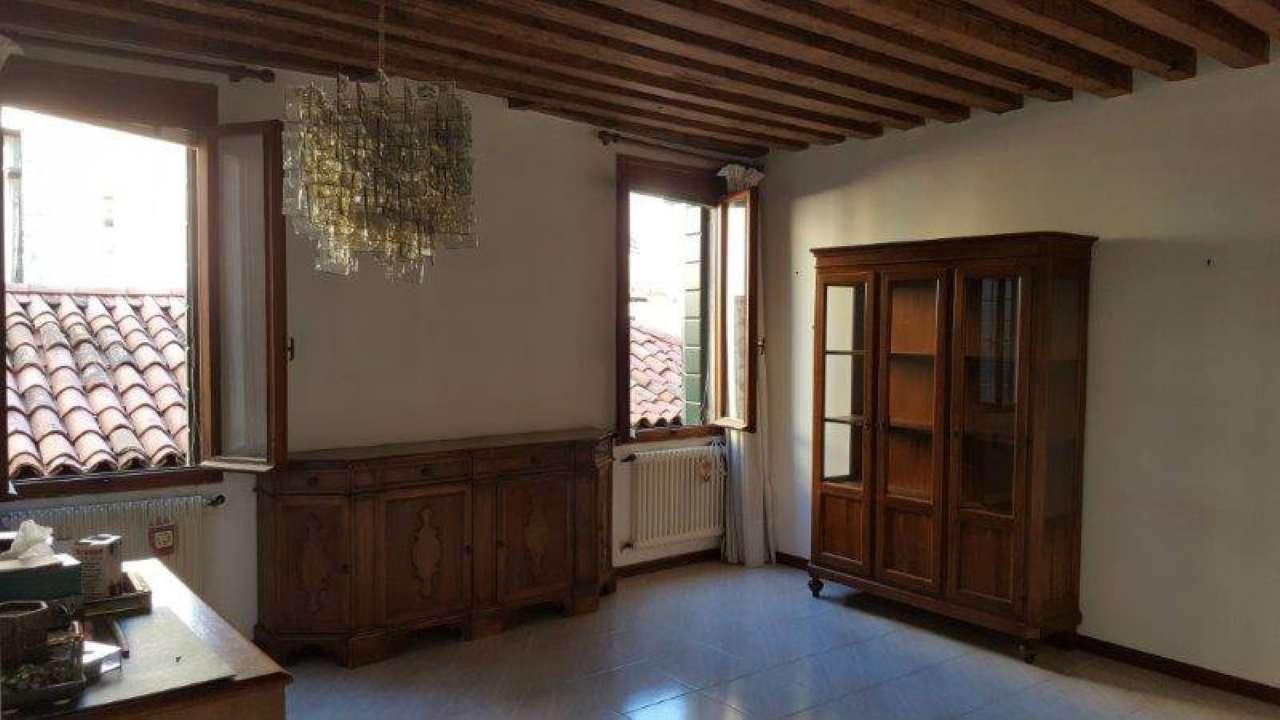Appartamento in vendita a Venezia, 3 locali, zona Zona: 4 . Castello, prezzo € 365.000   CambioCasa.it