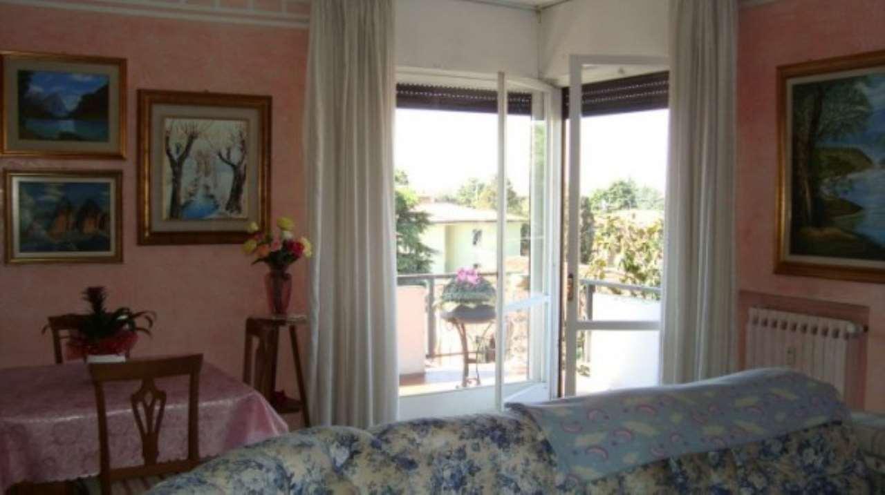 Appartamento in vendita a Rezzato, 5 locali, prezzo € 148.000 | Cambio Casa.it