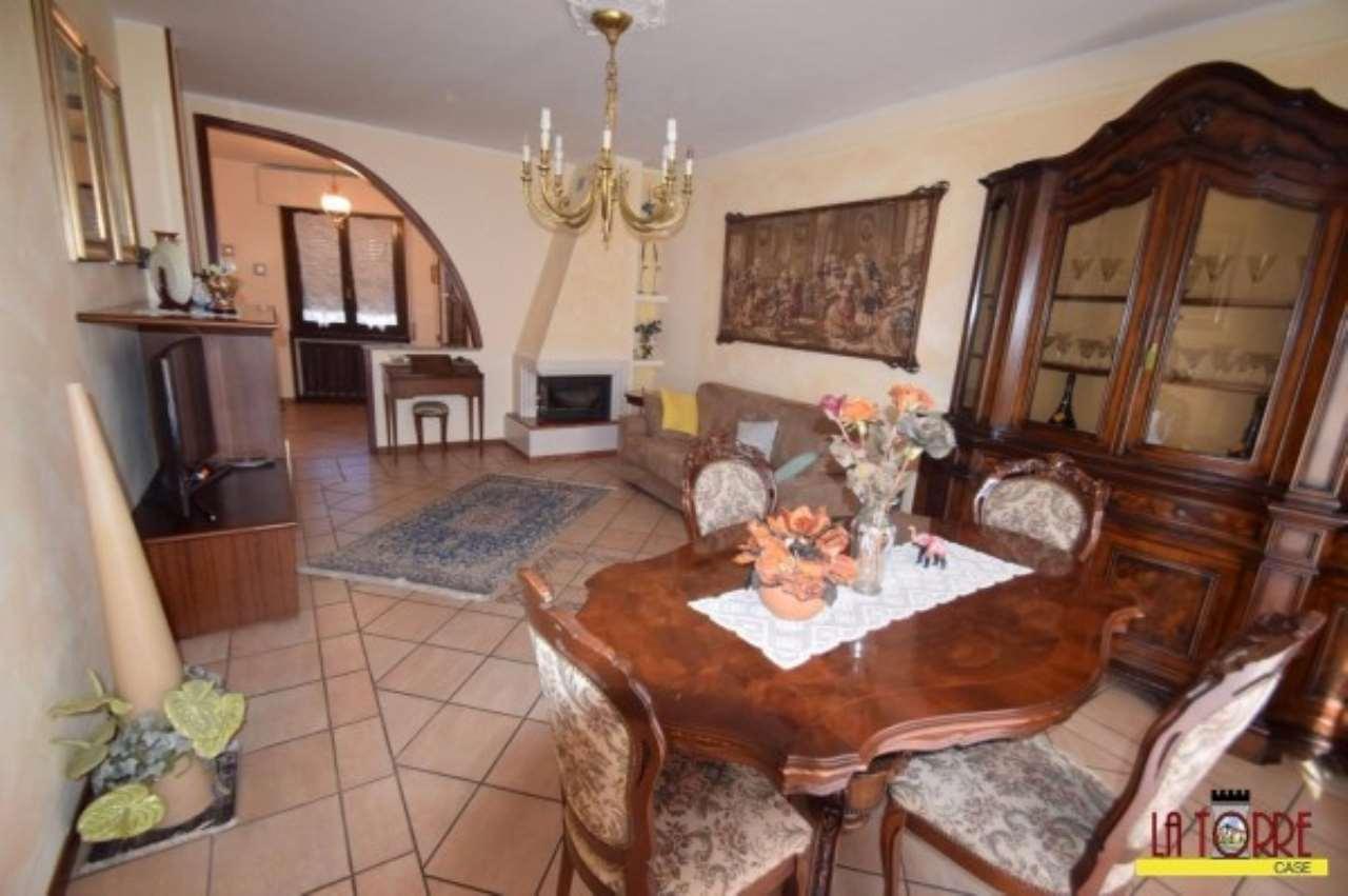 Villa a Schiera in vendita a Chiari, 6 locali, prezzo € 260.000 | CambioCasa.it