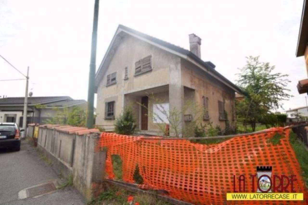 Villa in vendita a Urago d'Oglio, 6 locali, prezzo € 230.000 | Cambio Casa.it