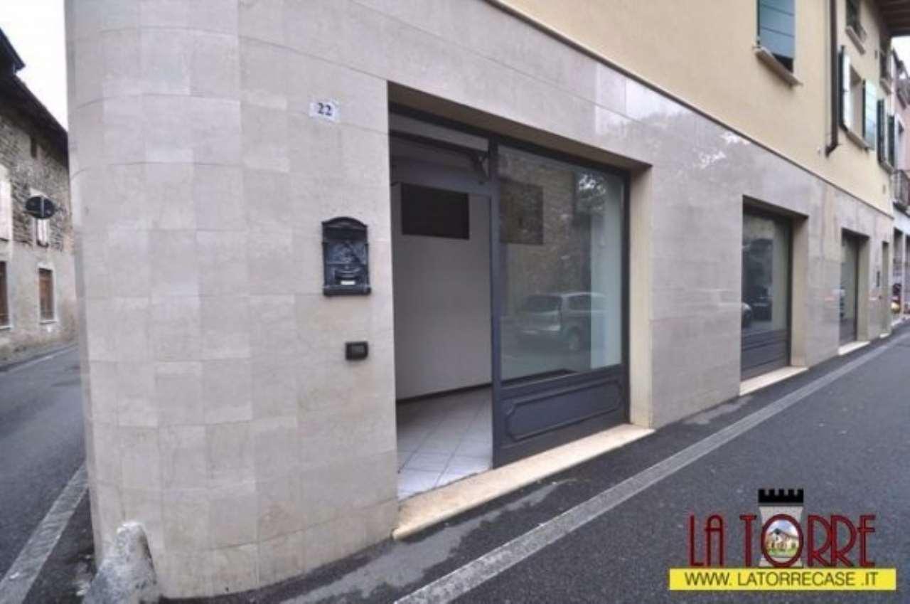 Negozio / Locale in affitto a Castrezzato, 2 locali, prezzo € 350 | CambioCasa.it
