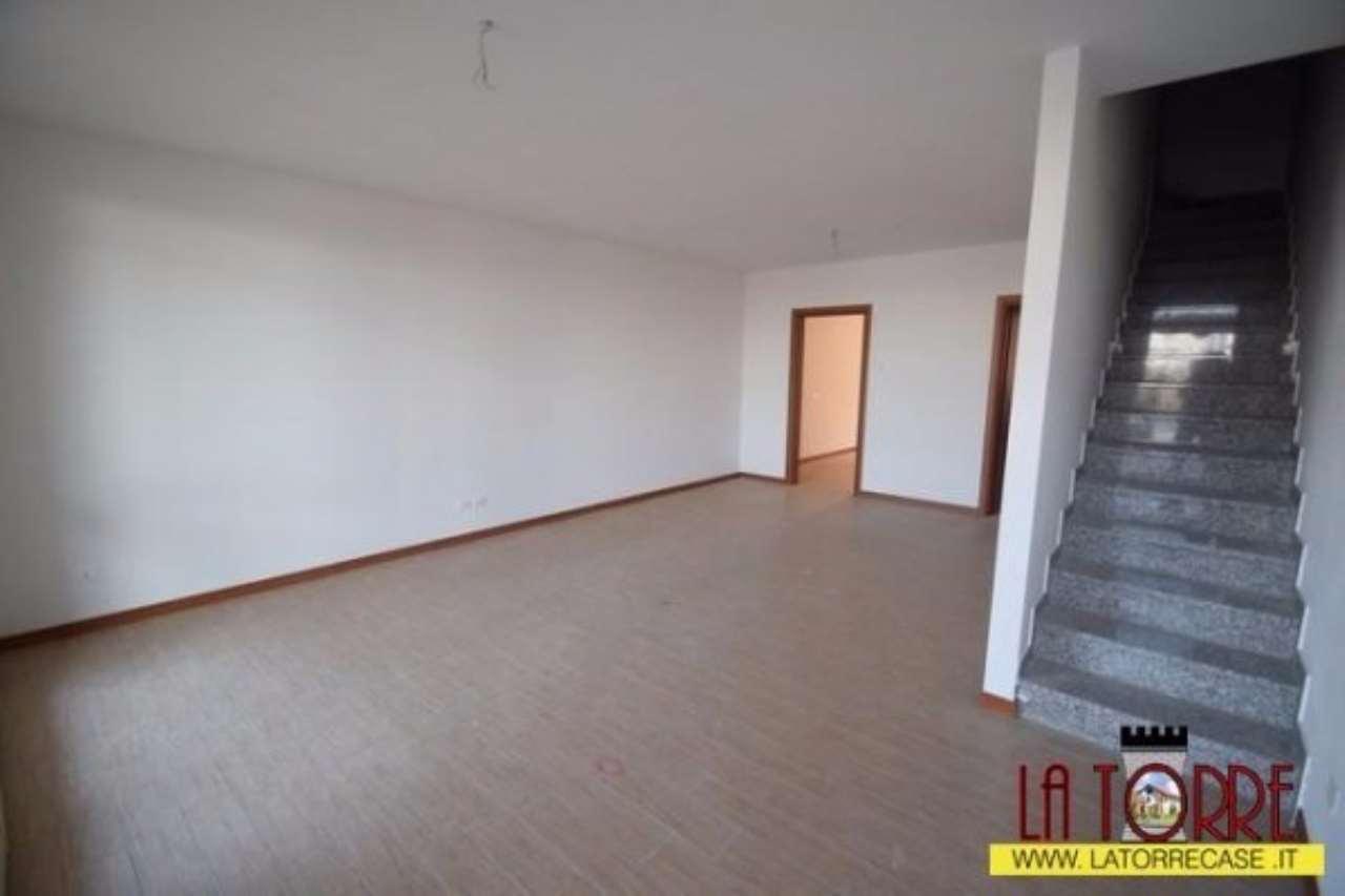 Appartamento in vendita a Rovato, 6 locali, prezzo € 230.000 | Cambio Casa.it