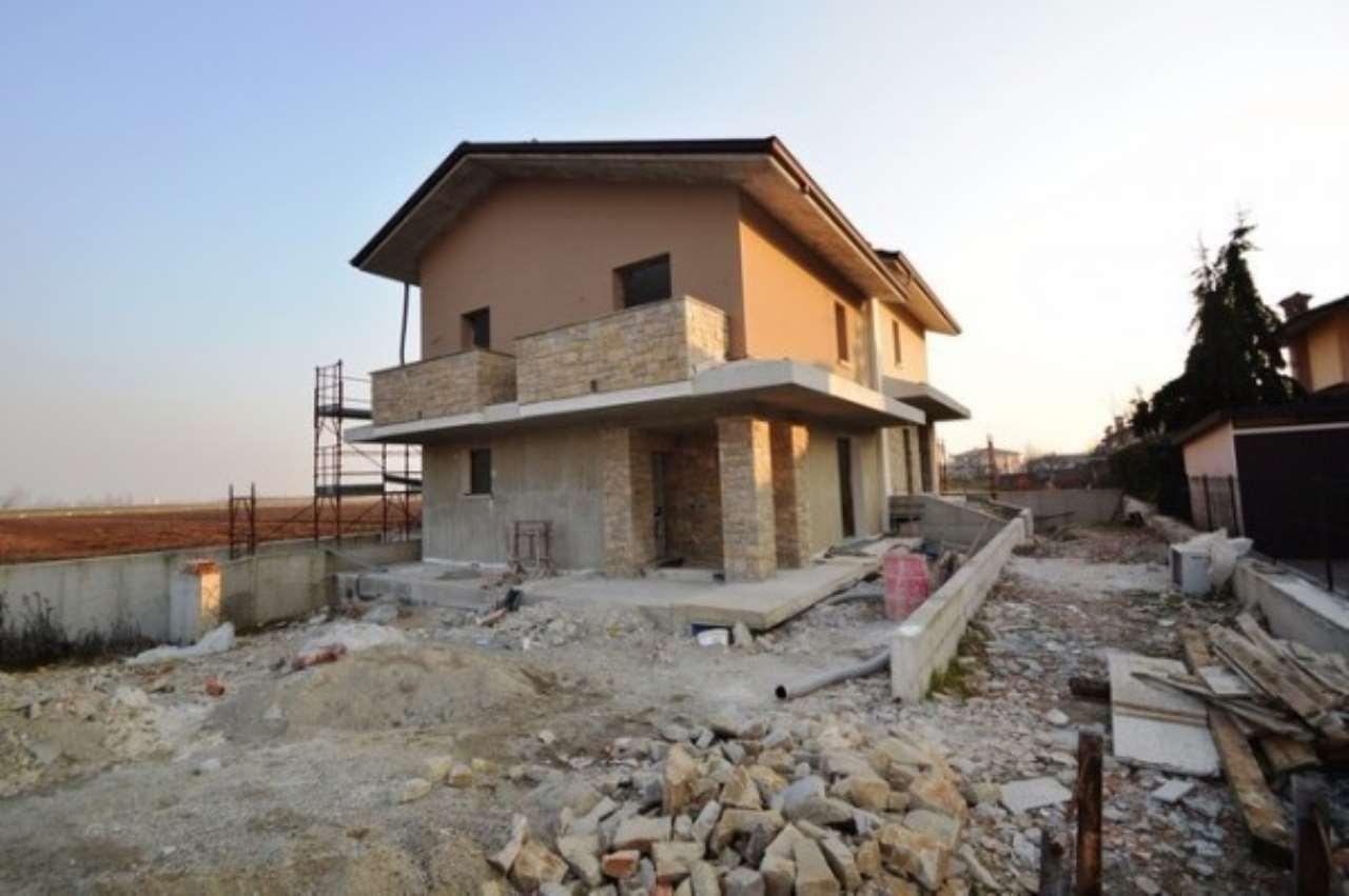 Villa in vendita a Urago d'Oglio, 6 locali, prezzo € 310.000 | Cambio Casa.it