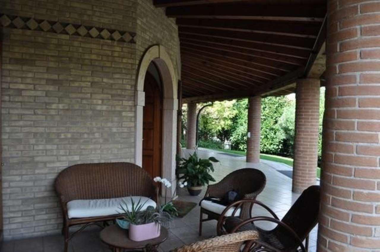 Villa in vendita a Castrezzato, 4 locali, prezzo € 650.000 | CambioCasa.it