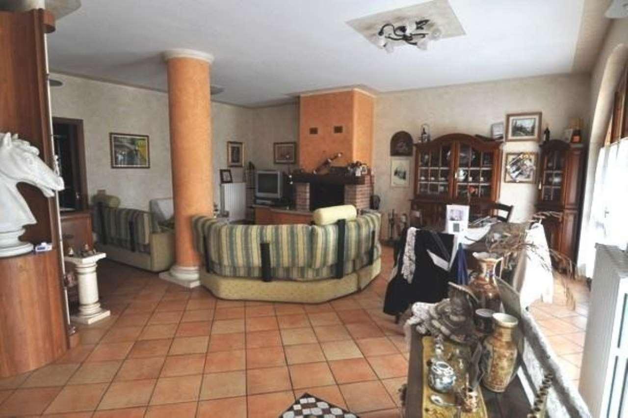 Rustico / Casale in vendita a Rovato, 5 locali, prezzo € 265.000 | CambioCasa.it