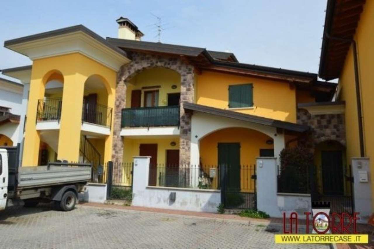 Villa a Schiera in Vendita a Comezzano-Cizzago
