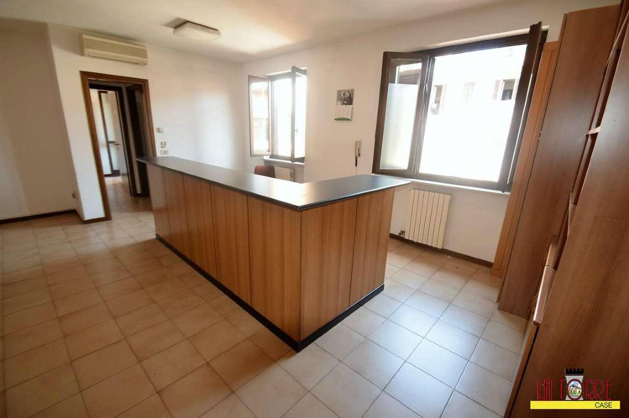 Ufficio / Studio in affitto a Rovato, 2 locali, prezzo € 450 | CambioCasa.it