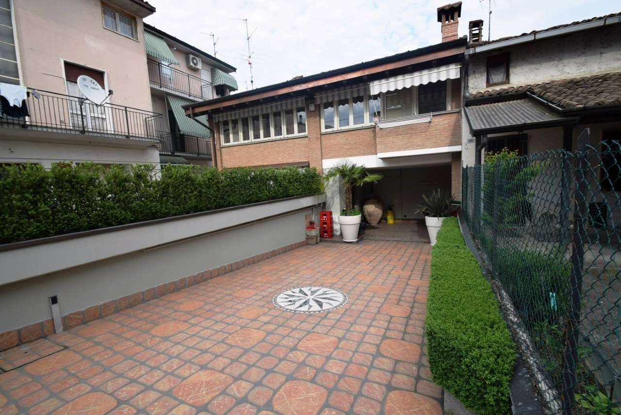 Soluzione Indipendente in vendita a Calcio, 6 locali, prezzo € 300.000 | Cambio Casa.it