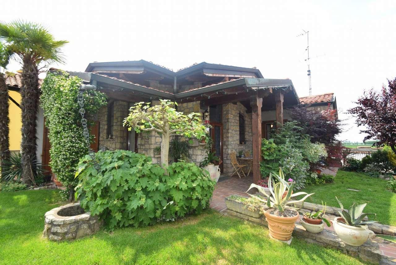 Villa in Vendita a Trenzano