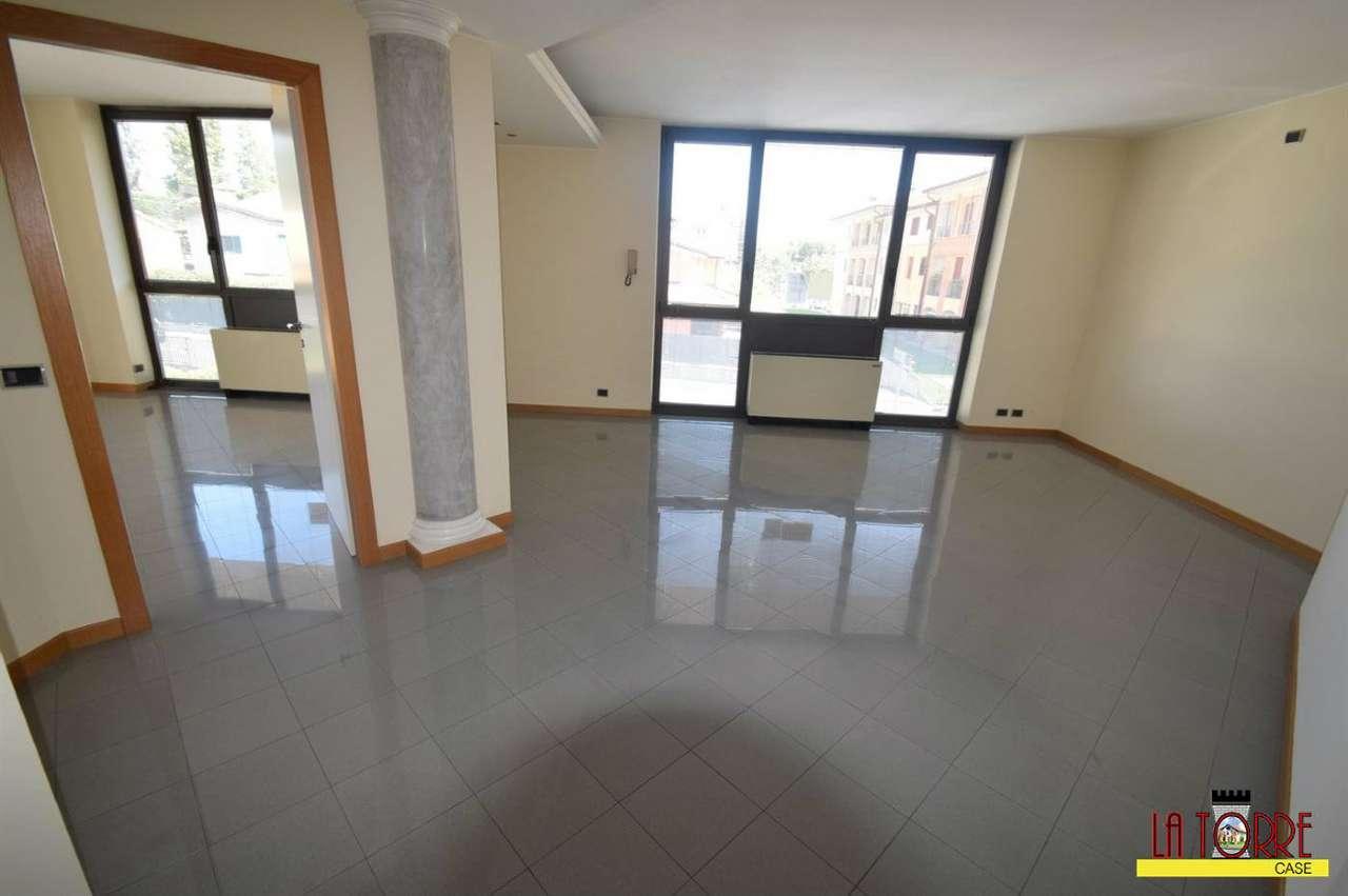 Ufficio / Studio in vendita a Chiari, 2 locali, prezzo € 95.000   CambioCasa.it