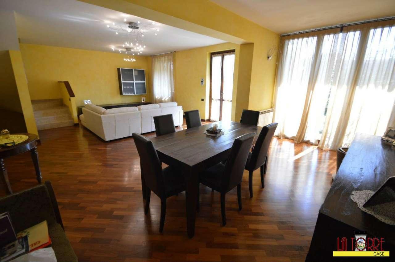 Villa in vendita a Chiari, 5 locali, Trattative riservate | CambioCasa.it