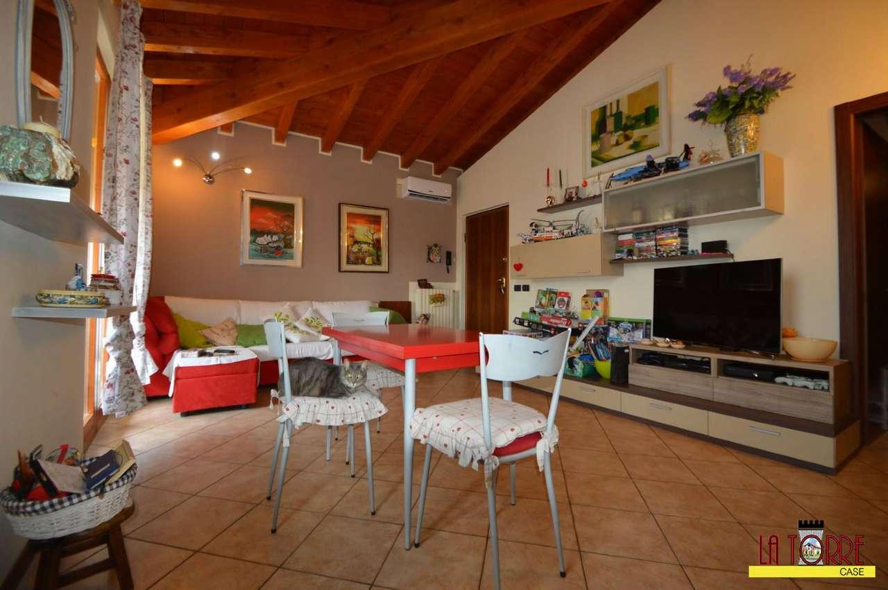 Appartamento in vendita a Rovato, 3 locali, prezzo € 155.000 | CambioCasa.it