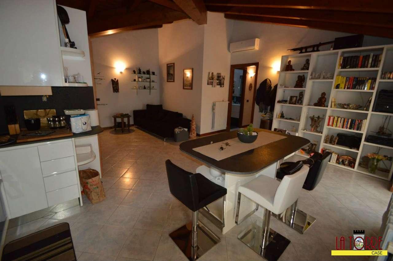 Appartamento in vendita a Cologne, 3 locali, prezzo € 145.000 | CambioCasa.it