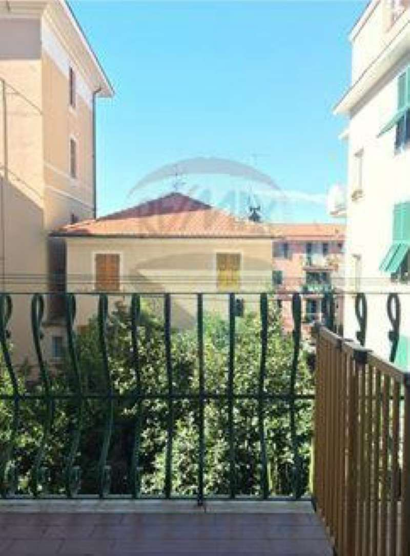 Appartamento in vendita a Sestri Levante, 4 locali, prezzo € 210.000 | CambioCasa.it