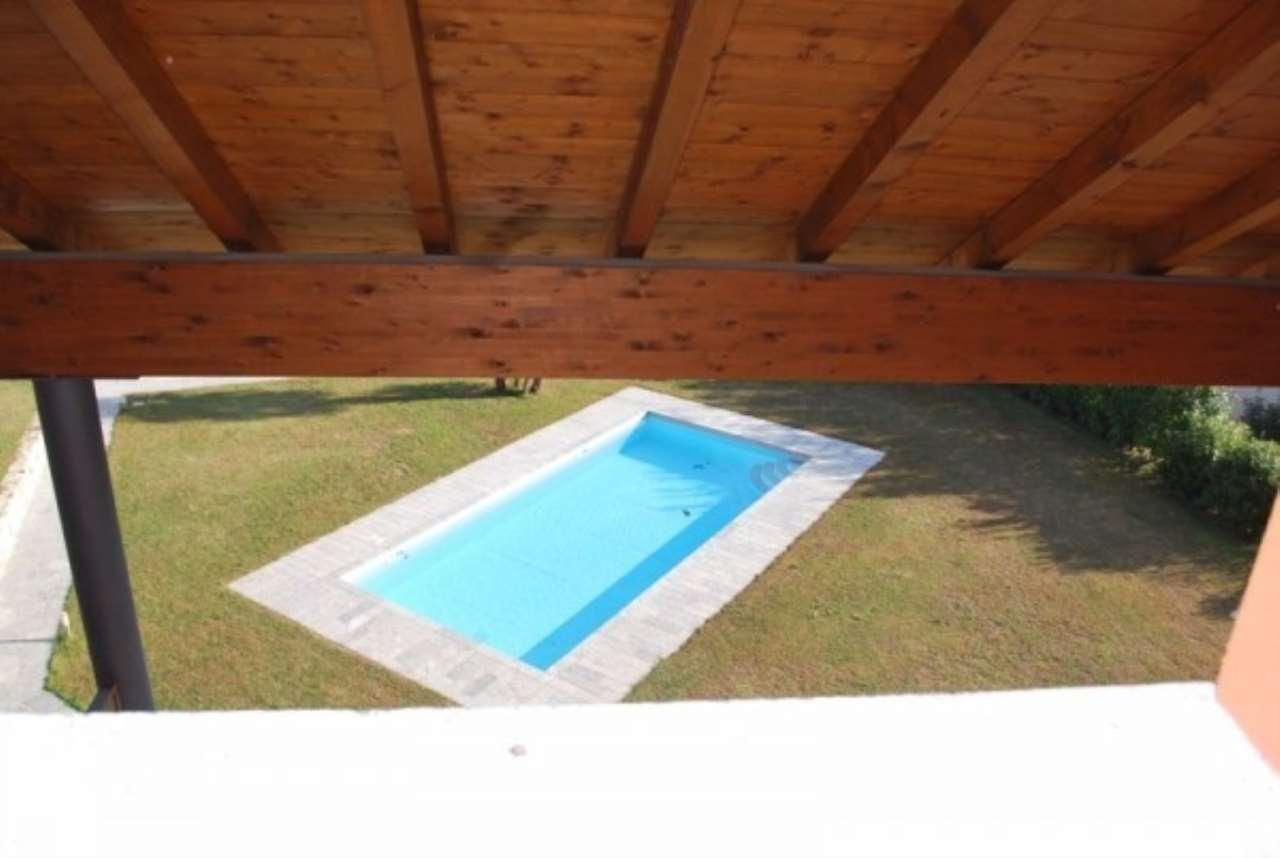 Villa in vendita a Lesa, 5 locali, prezzo € 380.000 | Cambio Casa.it