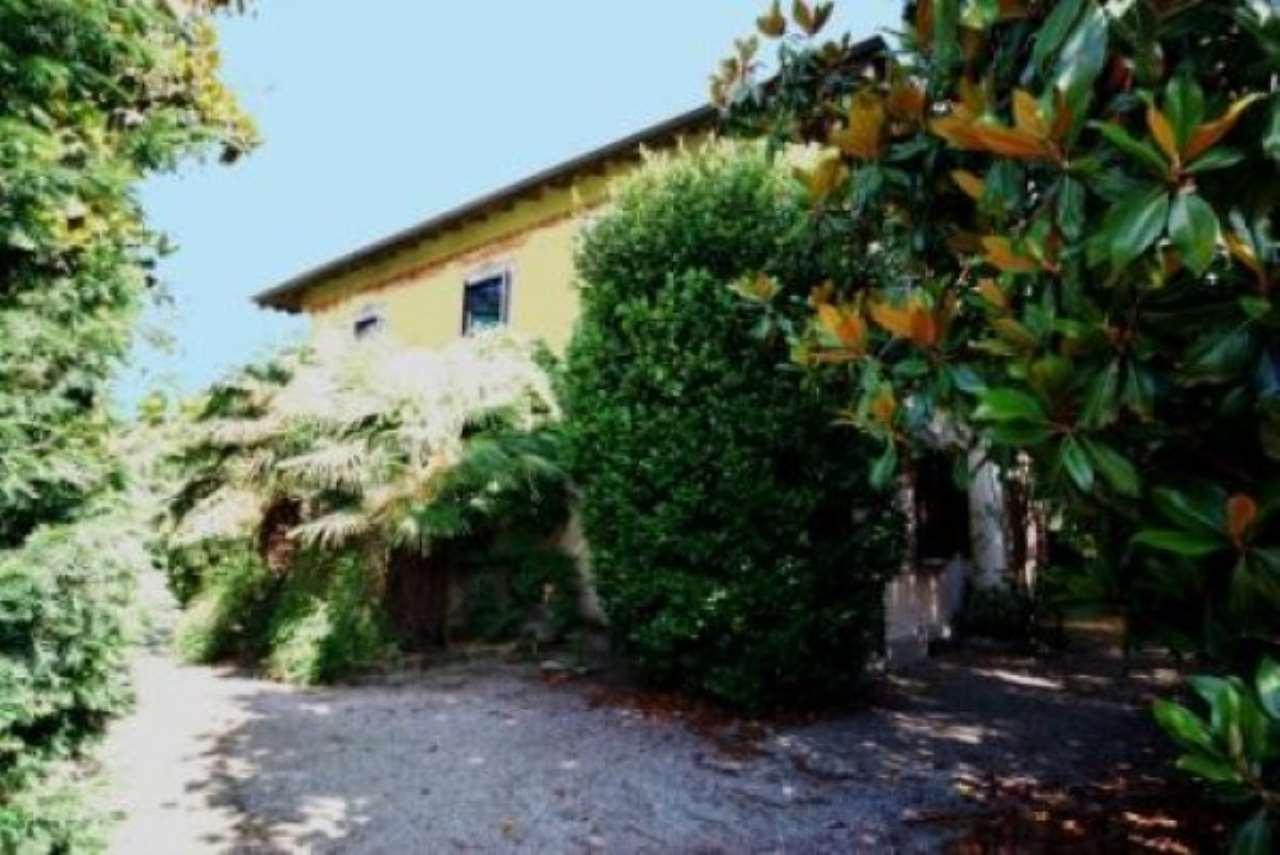 Villa in vendita a Castelletto Sopra Ticino, 6 locali, prezzo € 350.000 | Cambio Casa.it