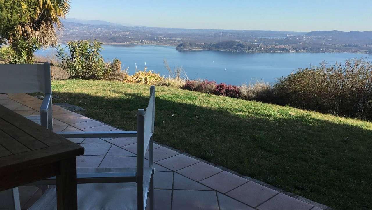 Villa in vendita a Lesa, 8 locali, prezzo € 550.000 | Cambio Casa.it