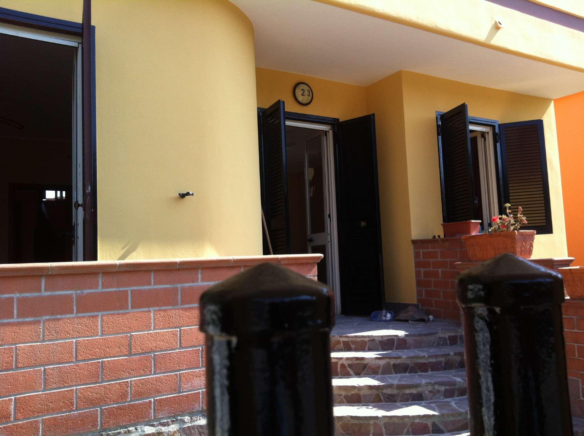 Soluzione Indipendente in vendita a Giugliano in Campania, 10 locali, prezzo € 380.000   CambioCasa.it