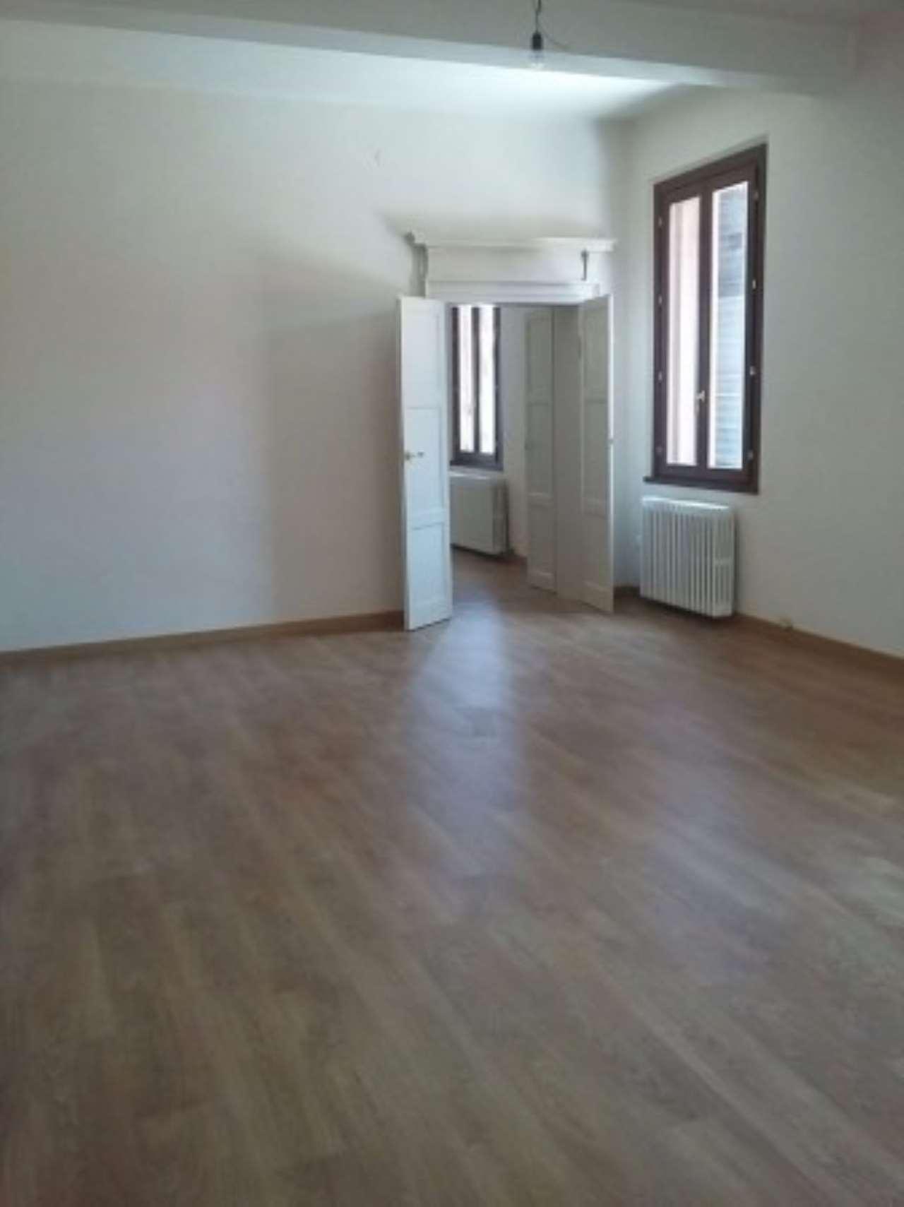 Ufficio / Studio in affitto a Mantova, 3 locali, prezzo € 1.000 | Cambio Casa.it