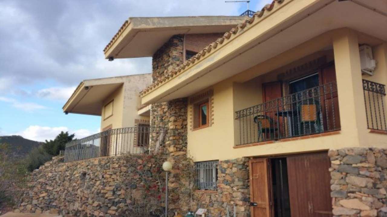Villa in vendita a Quartu Sant'Elena, 10 locali, prezzo € 550.000 | Cambio Casa.it