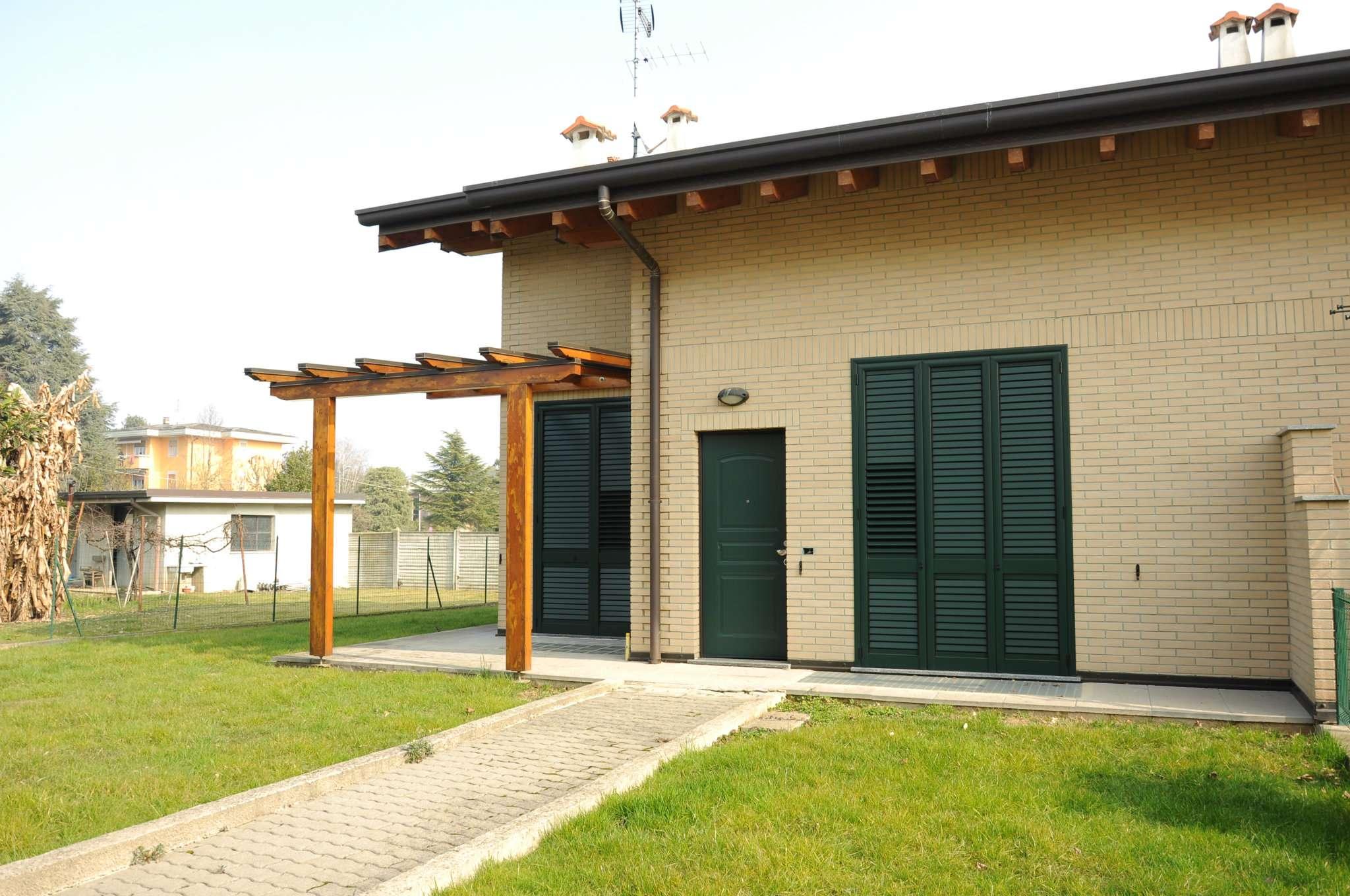Villa a Schiera in Vendita a Lazzate