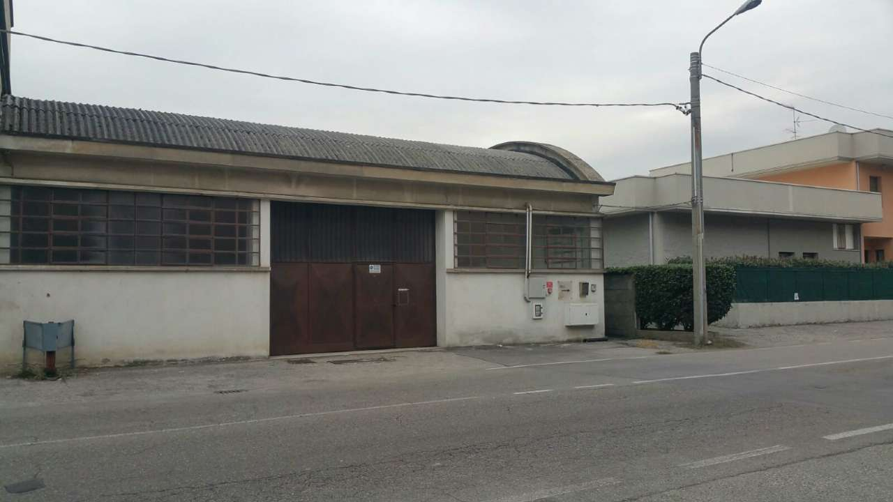 Capannone in affitto a Meda, 4 locali, prezzo € 3.500 | CambioCasa.it